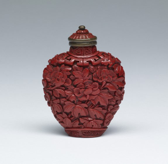 Lacquer snuff bottle with peony design