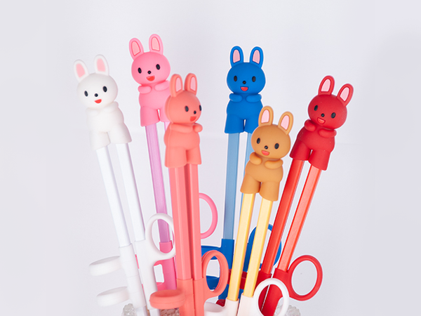 "Item: FUJ-EC18  These BPA-free plastic practice chopsticks are the perfect utensil to help beginners learn how to use chopsticks the right way!  The ambidextrous design of the finger straps makes it suitable for both left or right handed learners The animal silicone topper comes off and can be used as chopsticks rest Chopstick length 7"" Overall length 9.5"""