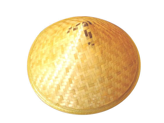 Pointy bamboo straw hat with wide diameter to cover your head and even shoulders