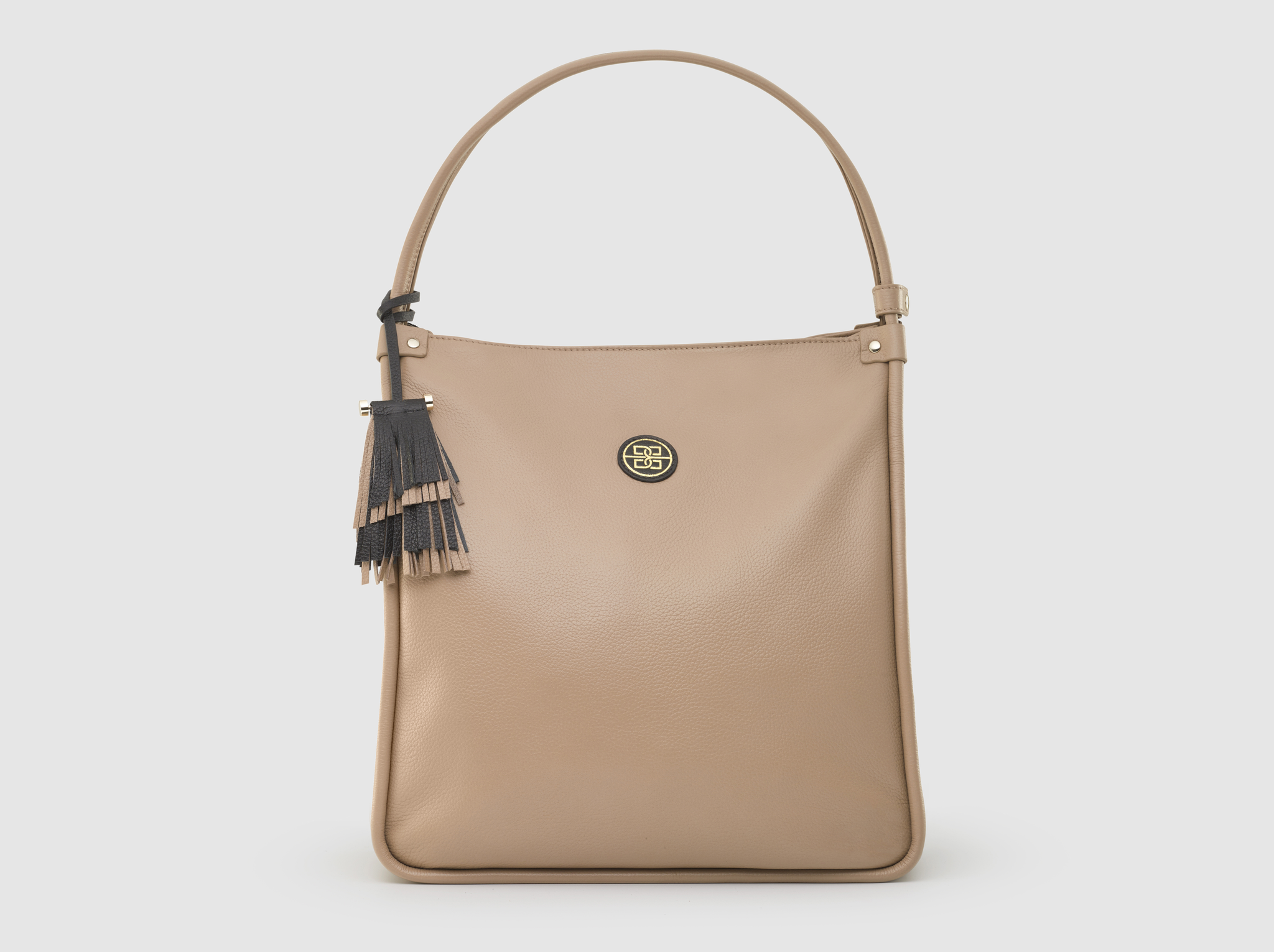 The Ines Shoulder Bag in Beige Sable
