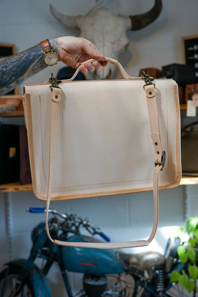 "15"" Natural Veg Tan Messenger Bag"