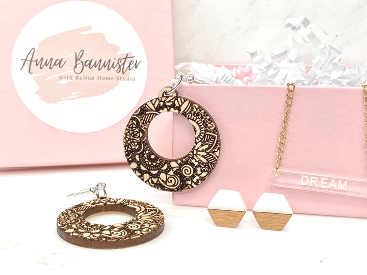 Christmas Earrings and Acrylic Bar Necklace - Dream