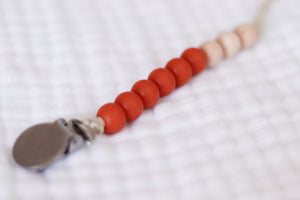 The Luxie Pacifier Clip | Amber - LUXE + RO