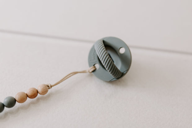 The Luxie Pacifier Clip | Grey 1