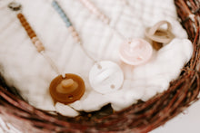 The Luxie Pacifier Clip | White - LUXE + RO