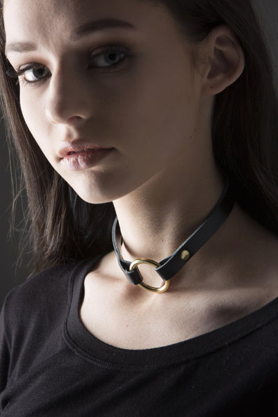 Abanti Choker - black leather and brass