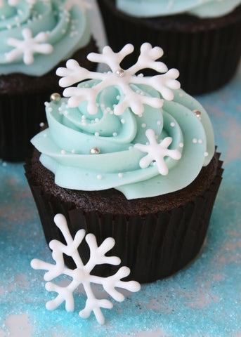 snowflake-christmas-cupcake-by-baking-time-club