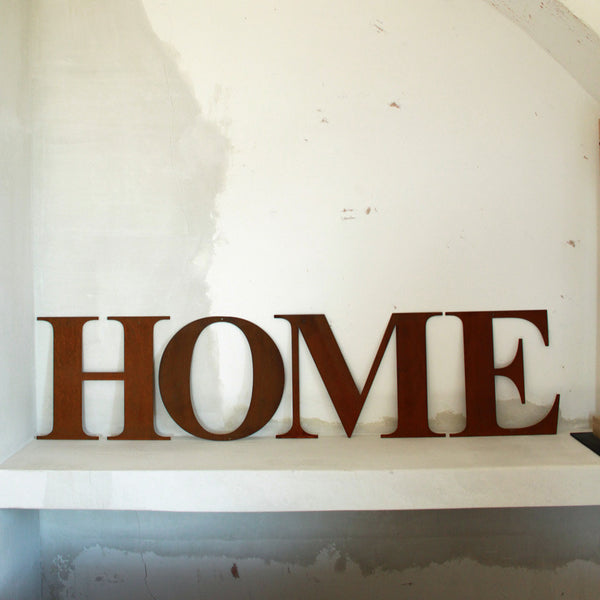 HOME rusted metal lettersUn esprit en plus- Cachette