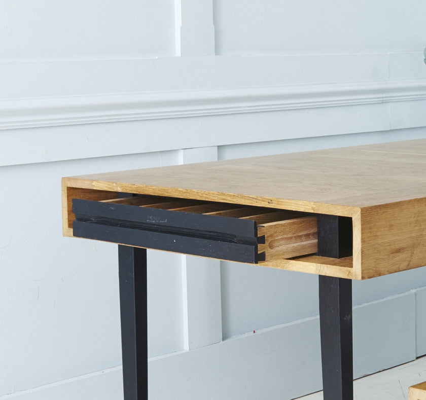 Table in English oak (also available: bench, console, desk)Baines and Fricker- Cachette