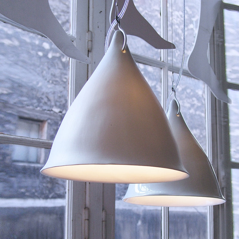 Cornet suspension light in glazed porcelainTse Tse- Cachette