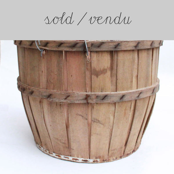 light wooden basket (SOLD)Vintage- Cachette