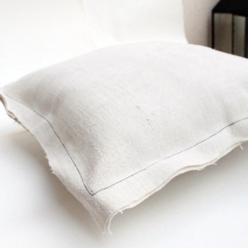 linen cushion cover (2 coloured stitching to choose from)Who Found Otto- Cachette