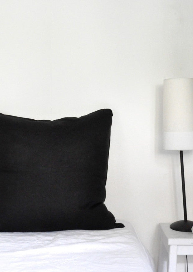 Pillow case in pure black linen