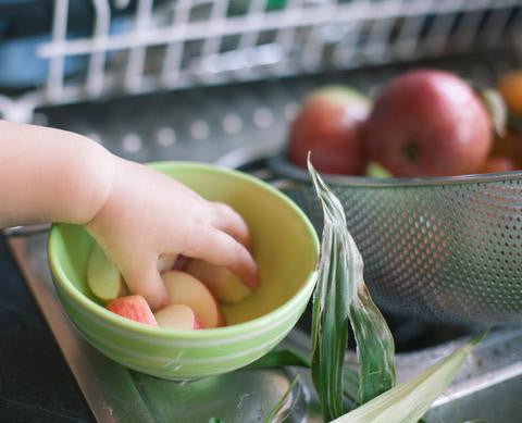 Tips to involve young kids in the kitchen