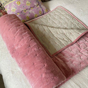 LUCY COTTON VELVET QUILT IN PALE PINK