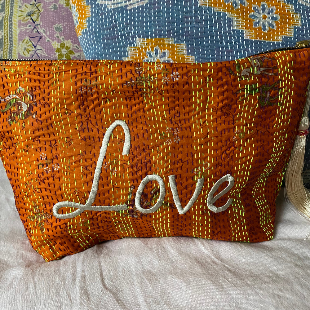 RECYCLED KANTHA LOVE TRAVEL BAG (15)