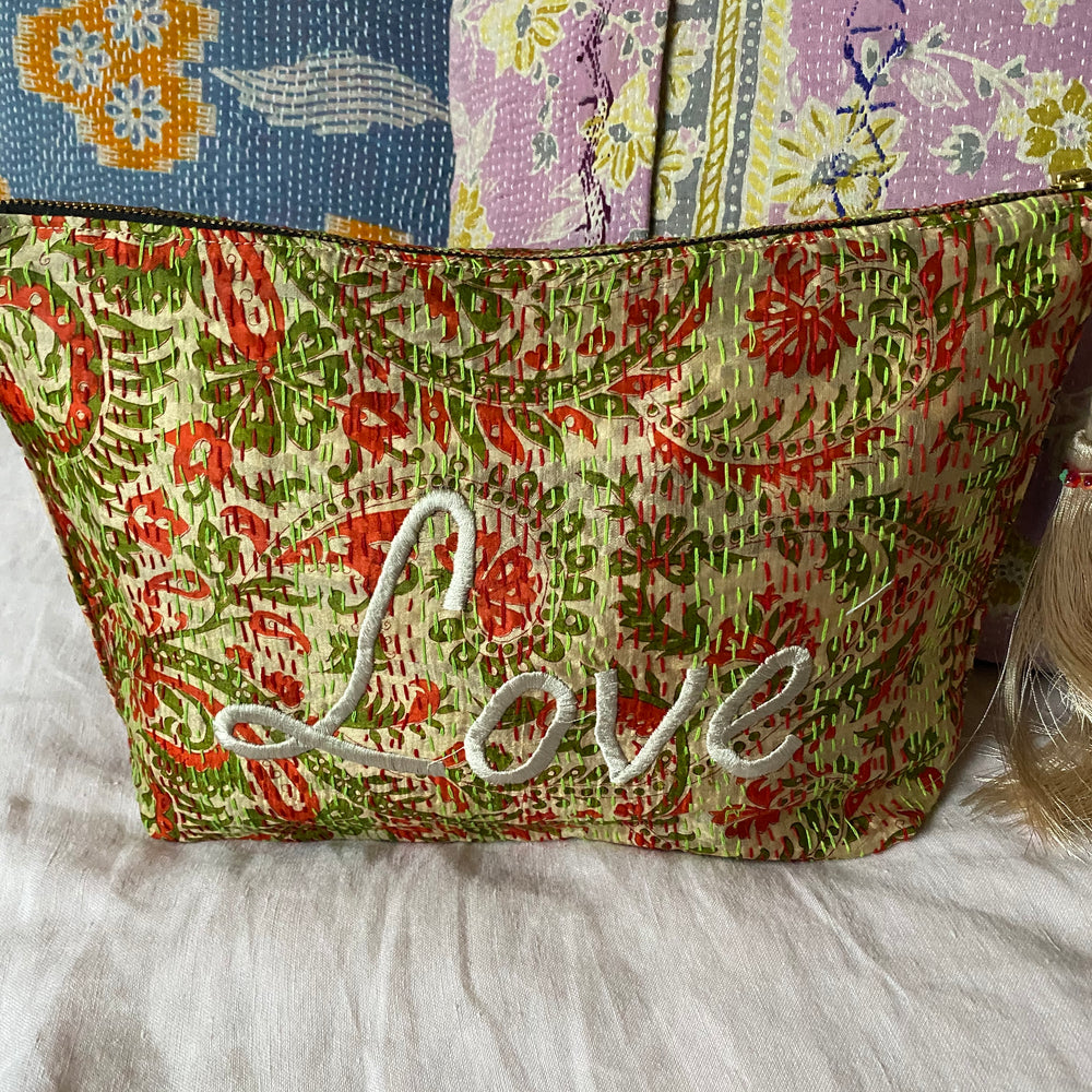 RECYCLED KANTHA LOVE TRAVEL BAG (19)