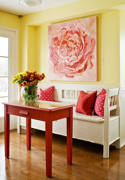 accent color decor for yellow room