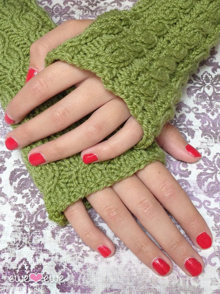 Quick Cable Wrist Warmers in Ewe Wooly Worsted (223)