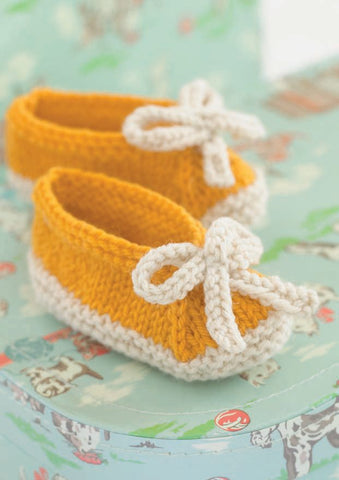 Shoes with Flower, Tab, Bow and Ankle Fastening in Sirdar Snuggly DK (4527) - Digital Version