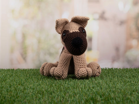 Amigurumi Ali The Alsatian Deradog by Heather C. Gibbs in Deramores Studio DK