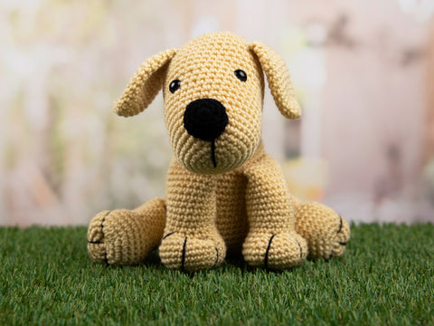 Luna the Labrador by Heather Gibbs in Deramores Studio DK