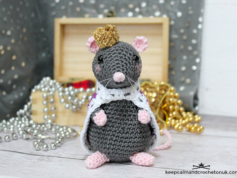 Reginald The Royal Rat by Heather Gibbs in Scheepjes Catona & Rico Design Ricorumi Lamé DK