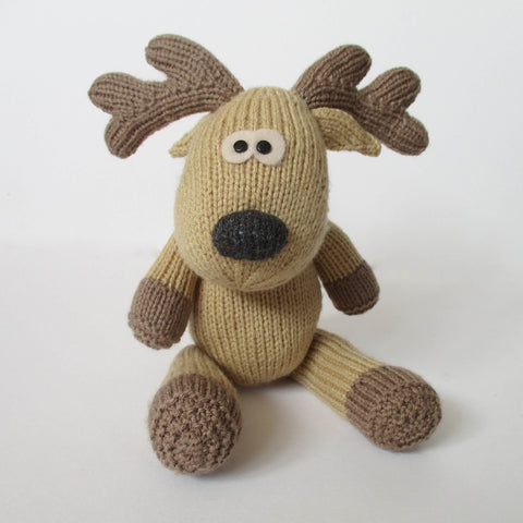 Rupert Reindeer Knitting Kit and Pattern in Deramores Yarn