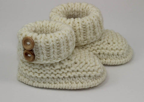 Baby Chunky 2 button Booties by MadMonkeyKnits (1056) - Digital Version