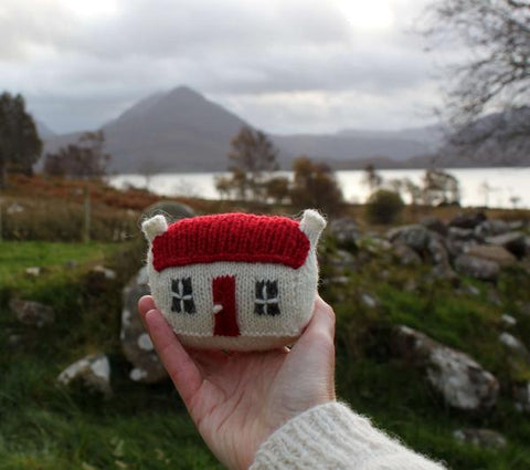 Mini Red Roof Croft House - By Julia Marsh - Digital Pattern