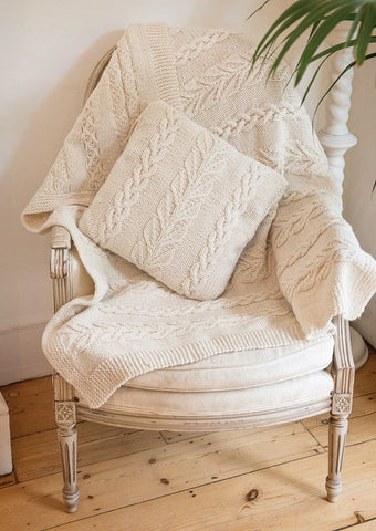 Throw and Cushion Cover in Deramores Vintage Chunky (2012) Digital Version