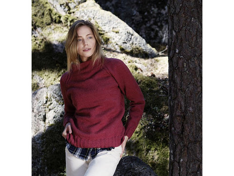 Women's Knitted Sweater in Novita Nalle