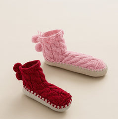 Children's Cable Slipper Socks in Bergere de France Sport (676.01)