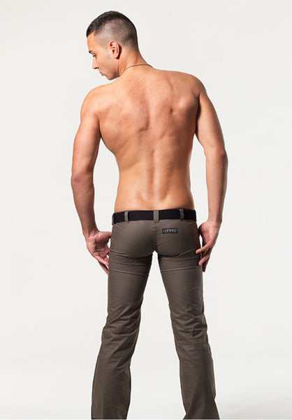 Ultra low rise jeans for men Can an older guy bare as much as a babe? I was wondering what your advice on straight guys wearing ultra low rise jeans with a little tummy showing? I am in my late forties but I have a very flat, tanned stomach, and a slim build.. My girlfriend loves me wearing lowrise jeans!