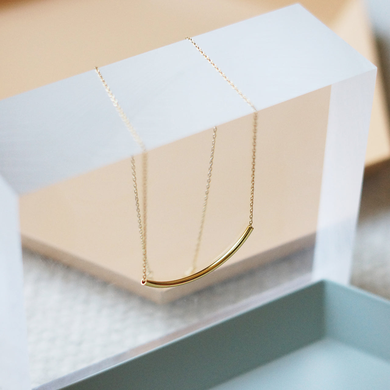 CRESCENT NECKLACE (GOLD) - KNOK STORE