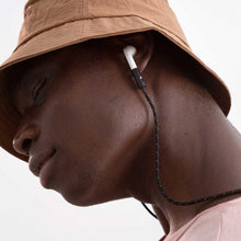 Lade das Bild in den Galerie-Viewer, Model wearing AirPods with KNOK AirPods Strap in Black Reflect