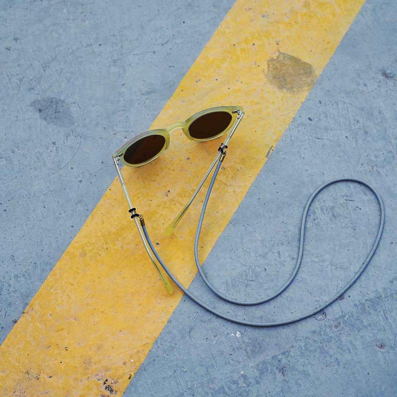 KNOK glasses chain in grey leather with yellow sunglasses