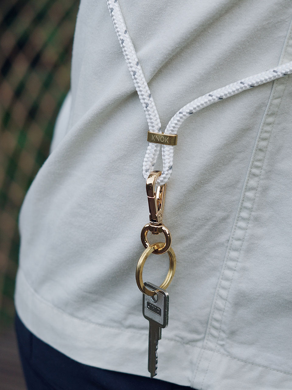 knok-keyholder-lanyard-white-reflect