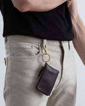 Lade das Bild in den Galerie-Viewer, Model with KNOK XS Wallet with Key Hook attached to belt loop on jeans