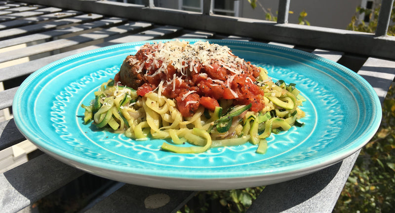 low-carb zucchini spaghetti - low carb spaghetti recipe - zoodle recipe - low carb zoodles - zoodles and meatballs recipe - diabetes friendly recipes - diabetic friendly recipes - low carb recipe