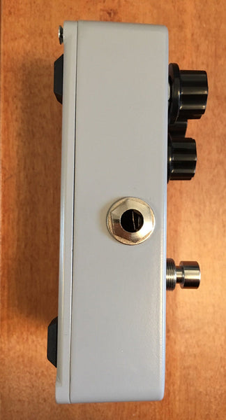 Hofner Classic Compressor Guitar Pedal with Two Patch Cables-ThePedalGuy