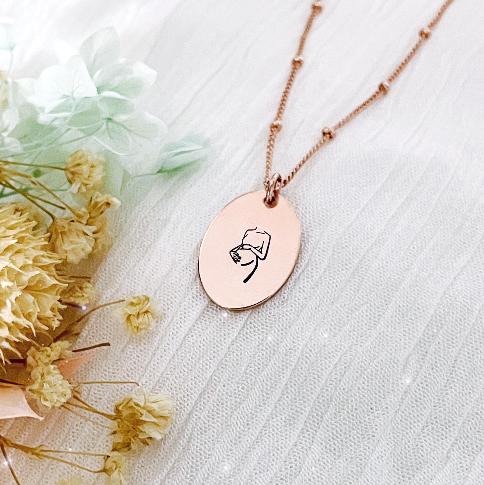 Mama to Be Necklace - Pregnant Woman - Oval Disc