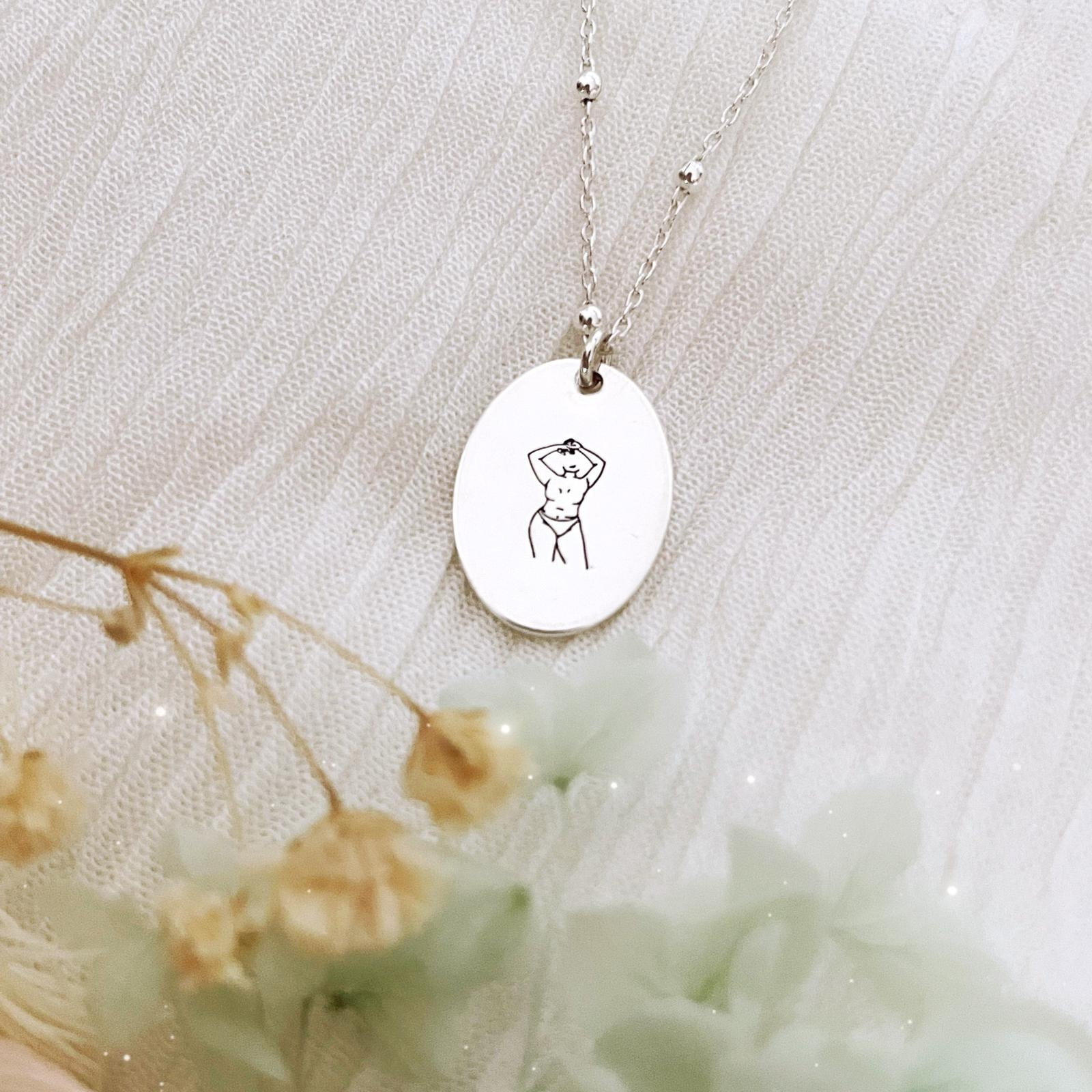 Curvy Woman Necklace - Oval Disc