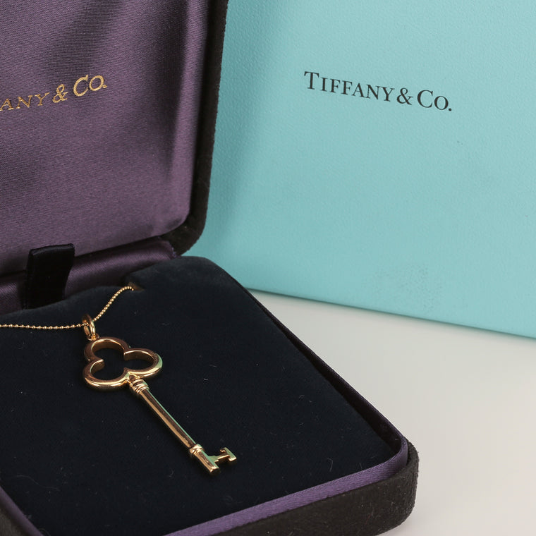 18k yellow gold Tiffany & Co Trefoil Key pendant with chain 2in long