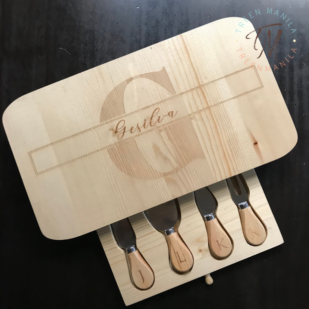 Cheeseboard with Knives Set