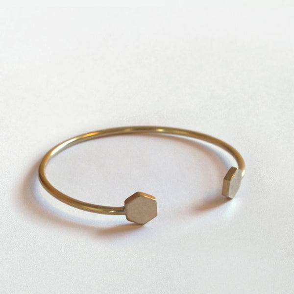 strand bracelet in brass hexagon
