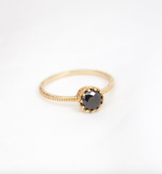 solitaire crown ring in black
