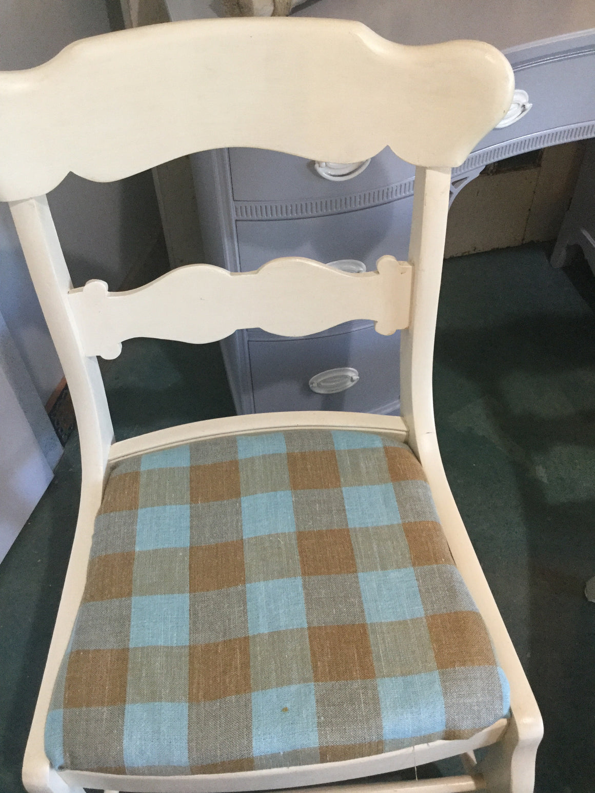 Cream color chairs reupholstered - VINTAGE JOURNEY MARKET - Upcycling & Restoration