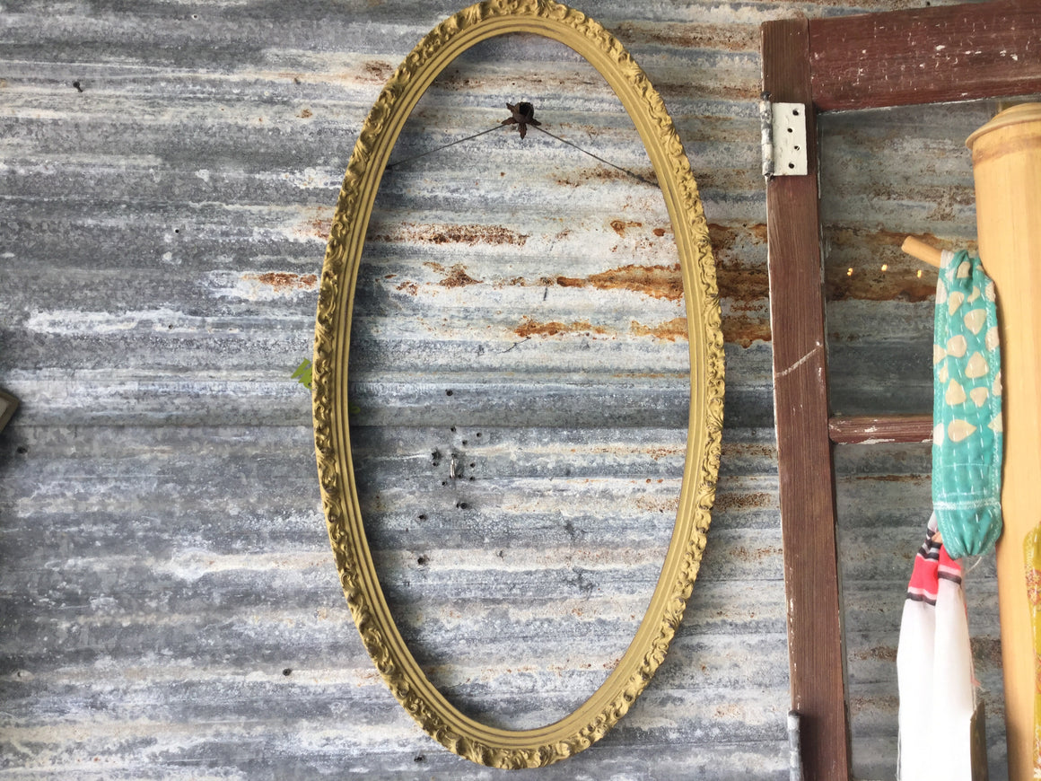 Antique oval frame - VINTAGE JOURNEY MARKET - Upcycling & Restoration