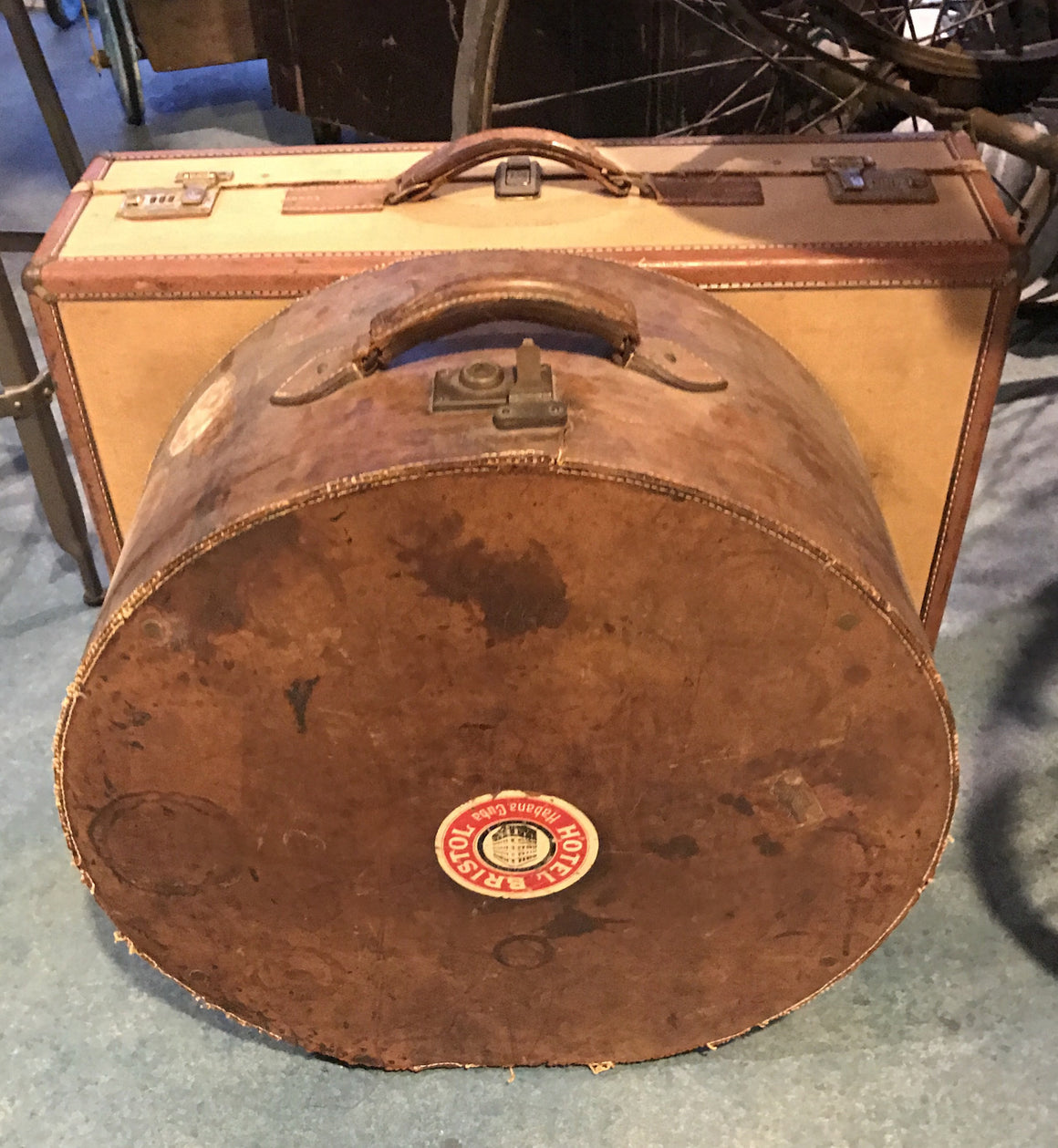 Vintage Leather Hat Suitcase - VINTAGE JOURNEY MARKET - Upcycling & Restoration